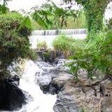 Een waterval in het park Stock Afbeelding
