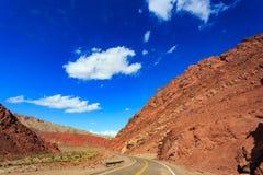 Een weg door de bergen Stock Afbeelding