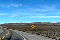 Een weg in een woestijn Royalty-vrije Stock Afbeeldingen