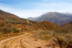 Een weg hard-aan-krijgt in bergen Stock Fotografie