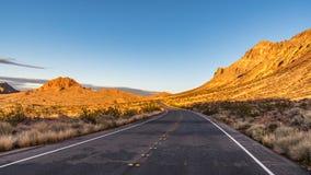 Een weg in het Woestijnmeer Mead National Recreation Area Nevada royalty-vrije stock foto's