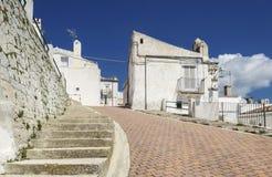 Een weg in Monte Saint Angelo (Apulia - Gargano) Stock Fotografie