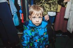 Een weinig jongen op verkoop Royalty-vrije Stock Foto