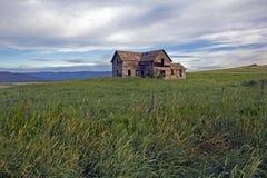 EEN WEINIG van de Geschiedenis van Montana - Verlaten Hoeve Stock Afbeeldingen