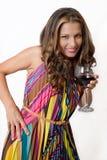 Een wellustig brunette met een glas rode wijn Stock Afbeeldingen