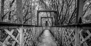 Een Welse ijzer en steenbrug stock fotografie