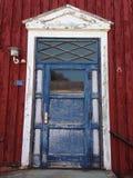 Een werkelijk oude voordeur Stock Foto