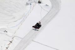 Een werkende sneeuwploeg in Zwitserse Jungfraujoch Stock Foto's