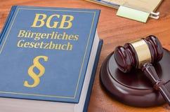 Een wetsboek met een hamer - Duits Burgerlijk wetboek - Buergerliches Gesetzbuch royalty-vrije stock fotografie