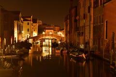 Een wiev van Chioggia-kanaal bij nacht Stock Foto