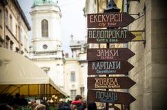 Een wijzer aan toeristen in Lviv Stock Afbeelding