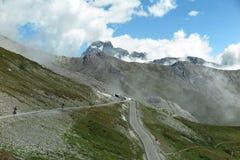 Een windende bergweg in Frankrijk Stock Afbeelding