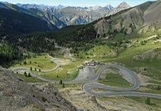 Een windende bergweg in Frankrijk royalty-vrije stock afbeelding