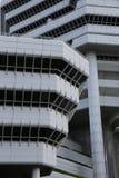 Een wit en zwart gebouw in het Hotelarchitectuur van Singapore Stock Foto