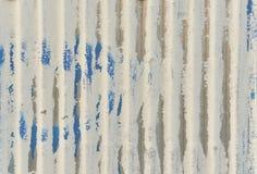 Een wit golfijzermetaal, Zinkmuur, achtergrond Stock Fotografie