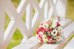 Een wit roze huwelijksboeket Royalty-vrije Stock Foto