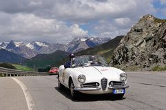 Een witte Alpha- spin van Romeo Giulietta en een rode Super Sprint van Alfa Romeo 1900 Royalty-vrije Stock Foto