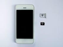 Een witte slimme telefoon, sim kaardt dienblad en klein document gesimuleerd zoals Stock Foto's