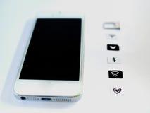 Een witte slimme telefoon, sim kaardt dienblad en klein document gesimuleerd zoals Royalty-vrije Stock Foto