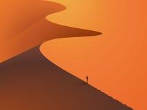 In een woestijnduinen met een mens in de voorgrond Stock Foto's