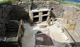 Een woonkamer in een Voorhistorisch dorp stock fotografie