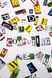 Een woord het schrijven tekst die concept WOLK tonen GEGEVENS VERWERKEN die die van de verschillende brief van de tijdschriftkran royalty-vrije stock afbeelding