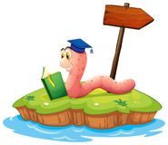 Een worm die een boek op een eiland lezen Royalty-vrije Stock Afbeeldingen