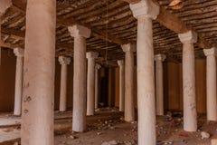 Een zaal met kolommen in Abu Jifan Fort en het Paleis, Riyadh Provincie, Saudi-Arabië stock foto