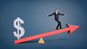 Een zakenman die op een rood pijlgeschommel in evenwicht brengen met een grijs teken die van cementusd hem overweighing Stock Afbeeldingen