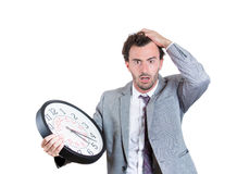 Een zakenman maakte zich ongerust dat hij uit van tijd loopt Stock Afbeelding