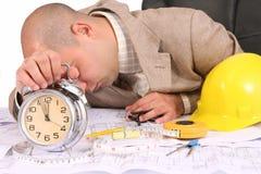 Een zakenman slaperig met architecturale plannen Stock Foto