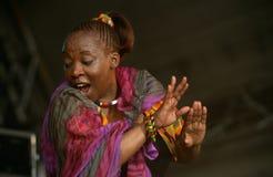 Een zanger die bij een overleg in Zuid-Afrika presteert Stock Fotografie