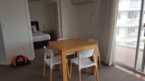 Een zeer comfortabel het dineren gebied in mijn mooie flat in Alpha Sovereign Resort, Surfers Paradise, Queensland royalty-vrije stock afbeelding