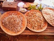 een zeevruchtenmarkt in Vietnam stock afbeeldingen