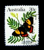 Een zegel in Australië wordt gedrukt toont een beeld van de vlinder van Chlorinda hairstreak op waarde bij cent die 30 Stock Fotografie