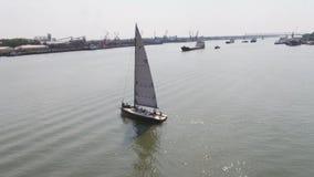 Een zeilboothaven met een groot aantal varende boten Varende haven lucht Stock Afbeeldingen