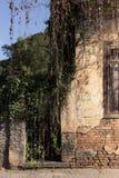 Een zijaanzicht van een verlaten huis royalty-vrije stock afbeelding
