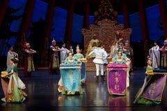 Een zijde de ras-tweede handeling: een feest in de van het paleis-heldendicht de Zijdeprinses ` dansdrama ` royalty-vrije stock afbeelding