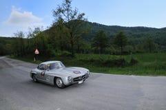 Een zilveren 1955 bouwde Mercedes-Benz bij 1000 Miglia Stock Foto's