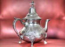 Een zilveren theepot is het symbool van gastvrijheid in de oostelijke landen royalty-vrije stock foto's