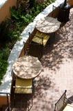 Een zon doorweekte openluchtkoffie van abov Stock Foto