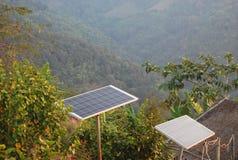 Een zonnecel voor het maken van energie op berg voor het lokale huis in Zuidoost-Azië Stock Fotografie