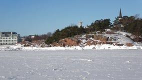 Een zonnige februari-dag, stad van Hanko finland stock footage