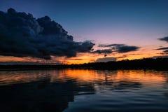 Een zonsondergang bij de Javari-Rivier stock afbeelding