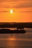 Een Zonsondergang op de Oceaan stock afbeeldingen
