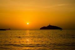 een zonsondergang tussen schaduwen royalty-vrije stock foto