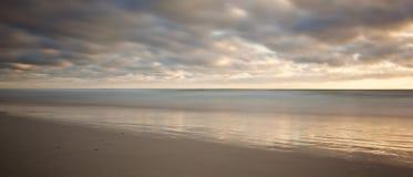 Zonsopgang op strand royalty-vrije stock foto