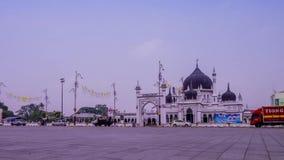 Een zoomtijd vervalt bij Dataran Masjid Zahir in Kedah Maleisië stock videobeelden