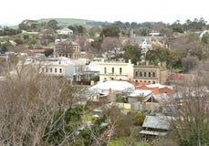 Een zuidelijke mening die de historische gemeente van Clunes, in centrale Victoria overzien Stock Foto