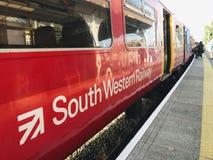 Een Zuidwestelijke Spoorwegtrein stock foto